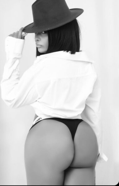 Actress Chelsea Eze shows of her derrière in sexy birthday photos