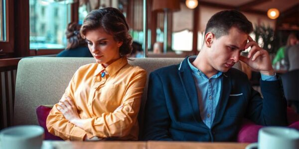 5 Nasty Traits Of Desperate, Failing Relationships