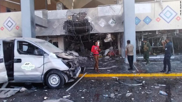 Yemen war 22 Dead and injures 50 at Aden airport by suspected Houthi rebels