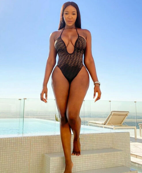 Actress Idia Aisien flaunts her curves in sexy swimwear photos1