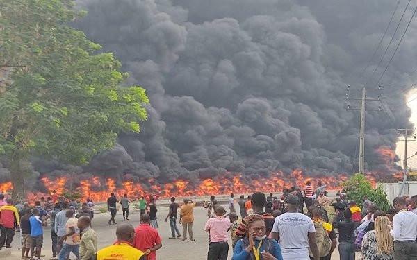 Oil tanker explodes in Lagos photos 1