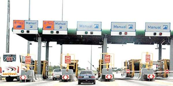 Border corruption Security agents smugglers worsen subsidy crisis flout Buharis order