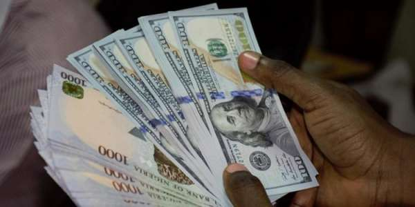 Naira tumbles by 51.95 despite CBNs defence measures