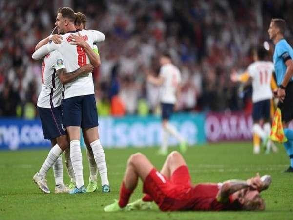 England Beat Denmark 2 1 To Reach Final