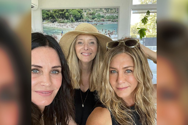 Jennifer Aniston Courteney Cox and Lisa Kudrow spent Fourth of July together