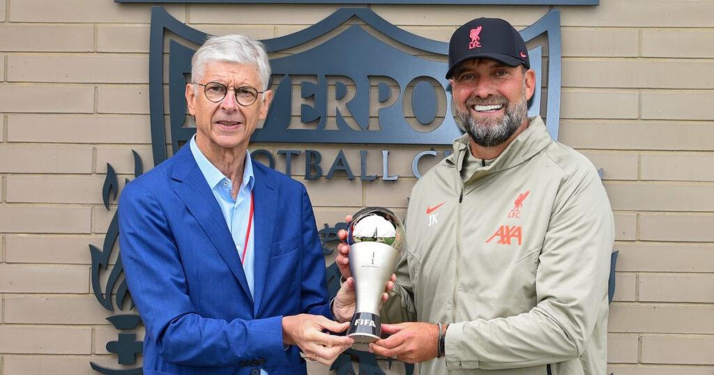Arsene Wenger presents Jurgen Klopp and Liverpool stars With FIFA Awardss