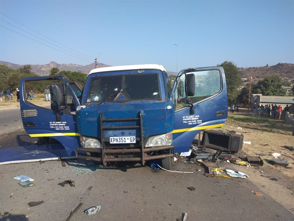 Driver shot in the face as robbers hit cash van