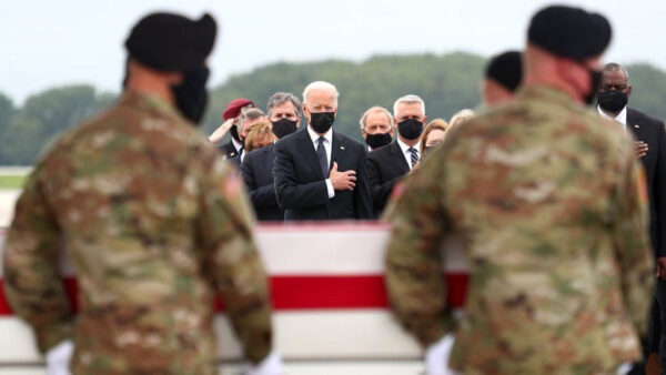Joe Biden US military and family members pay last respect as bodies of 13 troops killed in Afghanistan airport attack return to the U.S. photos