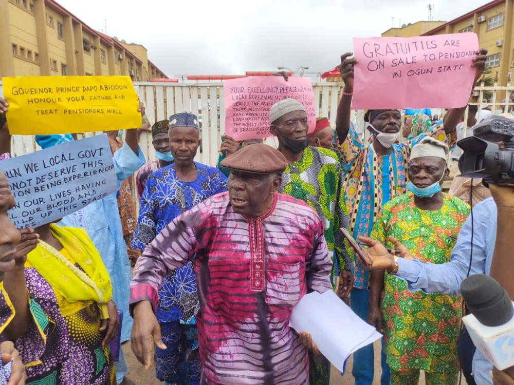 Ogun govt locks out pensioners civil servants corpers during protest